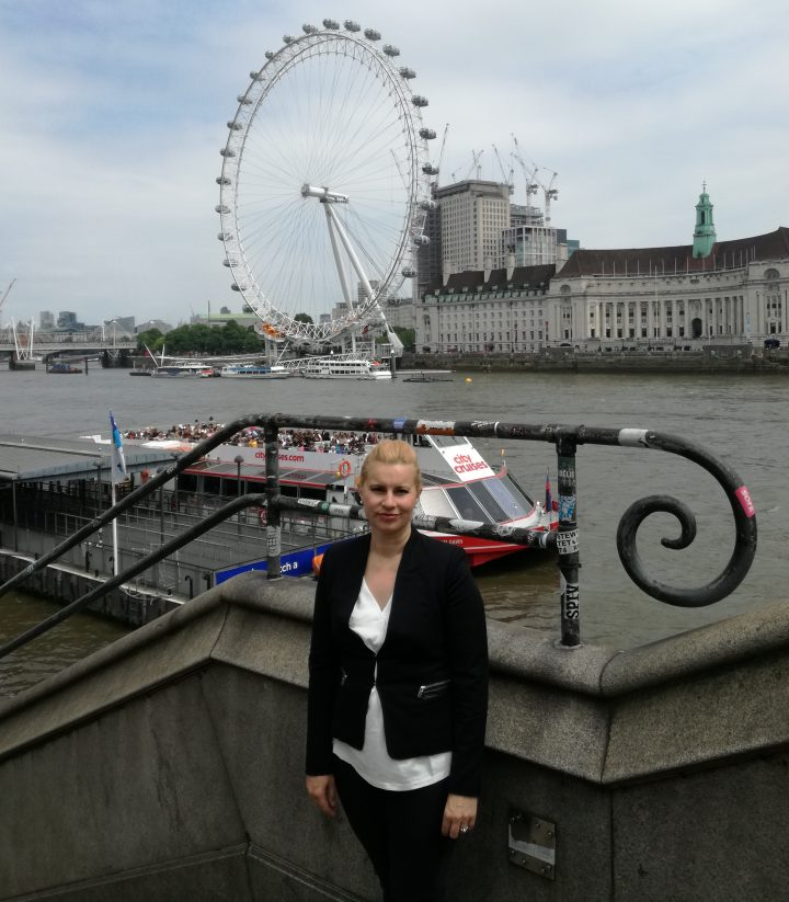 Доц. Йорданова пред London Eye в Лондон